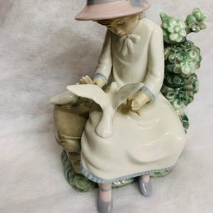 Lladro Nao girl with dove
